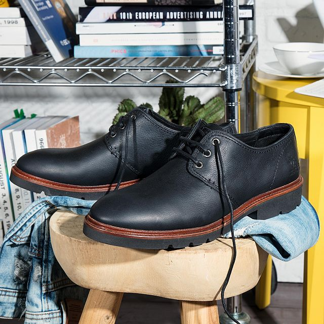 Black leather shoe with a leather lining