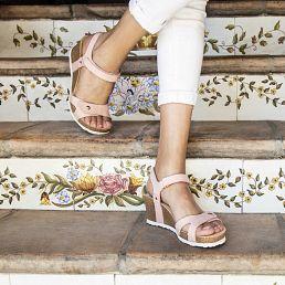Sandalia de piel rosa con forro de piel