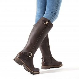 Brown leather women´s boot with a lining of natural fur