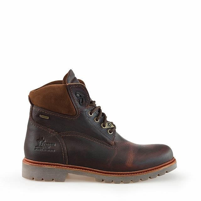 Leather boots in chestnut colour with goretex inner lining