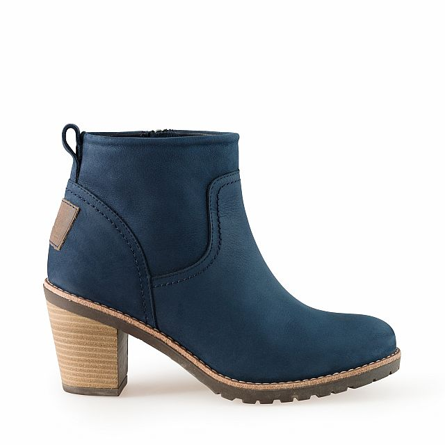 Heeled leather ankle boots in blue with leather inner lining