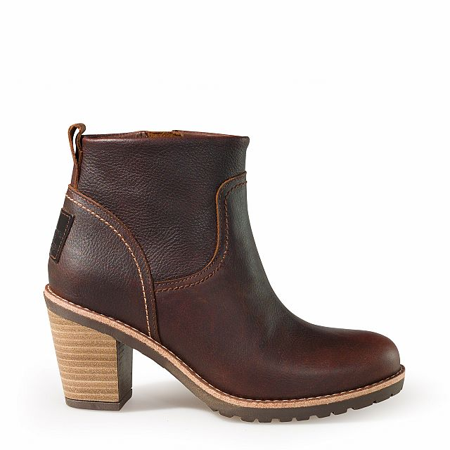 Heeled leather ankle boots in chestnut colour with leather lining