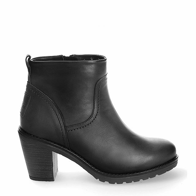 Leather ankle boot in black with fur inner lining