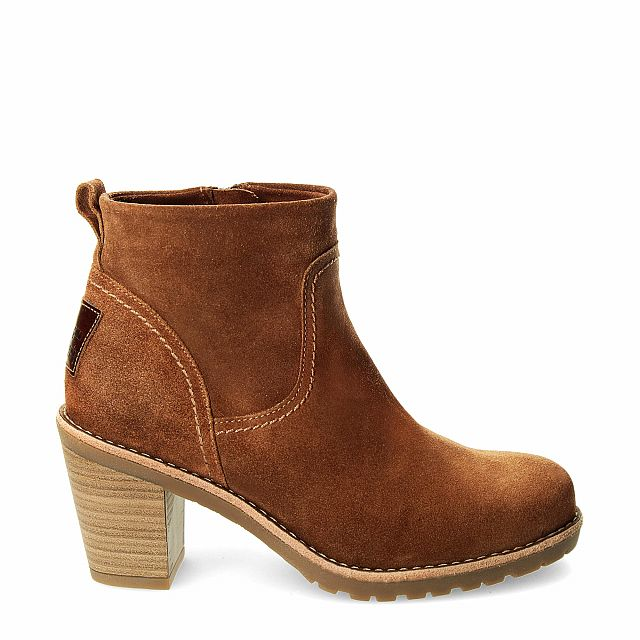 Leather ankle boot in tan with fur inner lining
