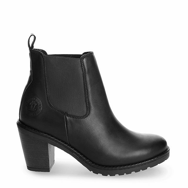 Leather ankle boot in black with leather inner lining