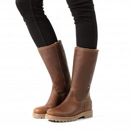 Leather women's boot in cognac colour with a fur lining