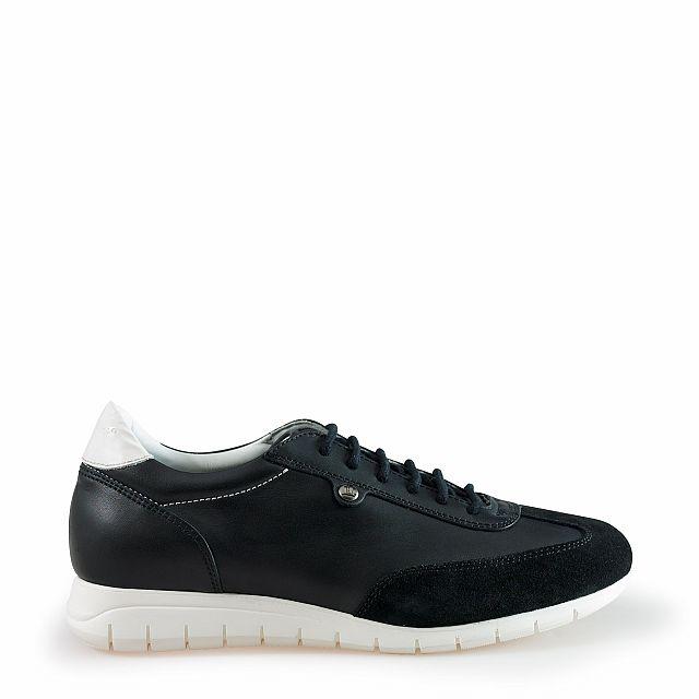 Women's leather sneaker in black