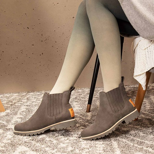 Grey leather ankle boot with a lining of Sheepskin