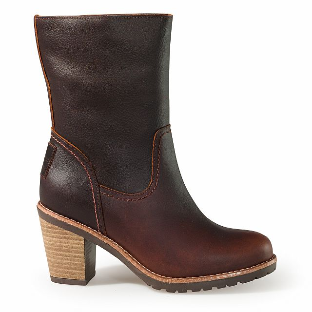 Heeled leather boots in chestnut colour with leather inner lining