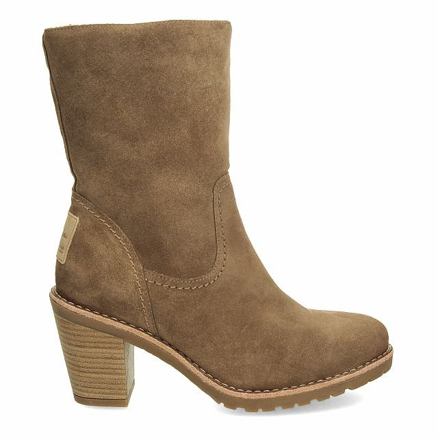 Leather boot in taupe with fur inner lining