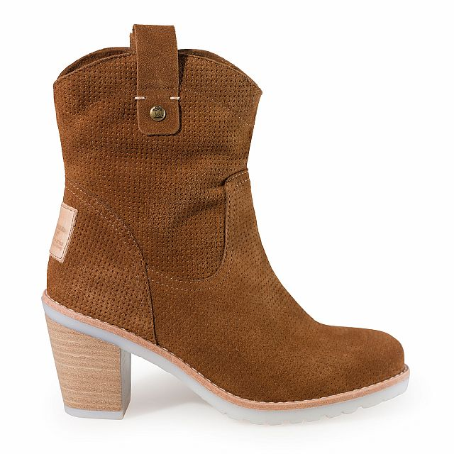 Leather boot in tan with textile inner lining