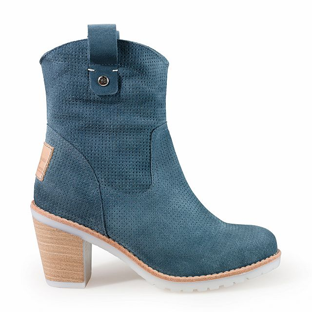 Leather boot in blue jeans with textile inner lining