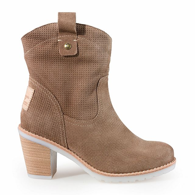Leather boot in taupe with textile inner lining