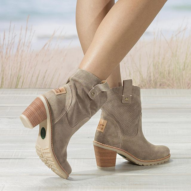 Taupe leather boots with a leather lining