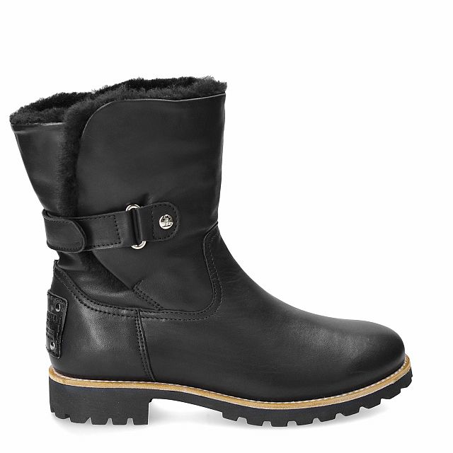 Leather boot in black with natural fur inner lining