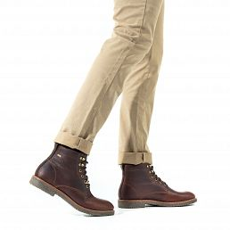 Chestnut leather ankle boot with a gore-tex lining