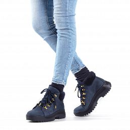 Leather women's sneaker boot in navy with a fur lining
