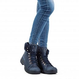 Leather women's boot in navy with a fur lining