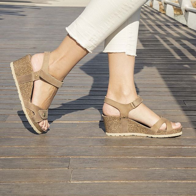 Taupe leather sandals with a leather lining