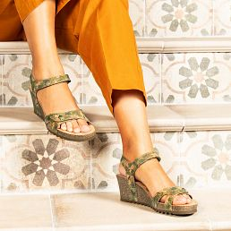 Sandalia de tejido kaki con forro de piel