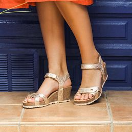 Golden leather sandals with a leather lining