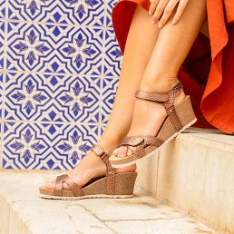 Bronze leather sandals with a leather lining