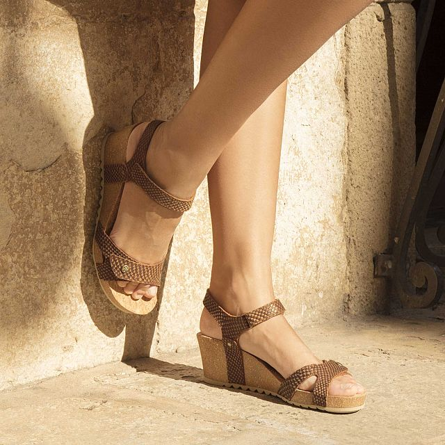 Leather sandals in bark colour with a leather lining