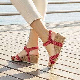 Sandalia de piel rojo con forro de piel