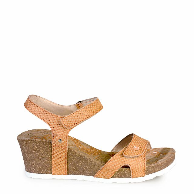 Leather sandal in coral with leather inner lining