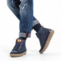 Leather women's boot in navy with a leather lining