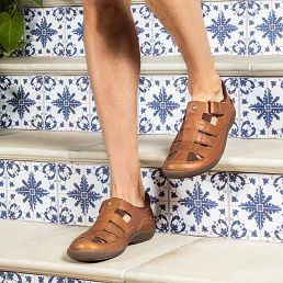 Leather sandals in bark colour with a lycra lining