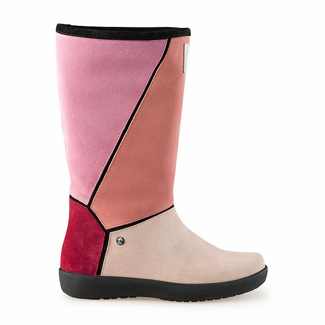 Leather boots in pink with fur inner lining
