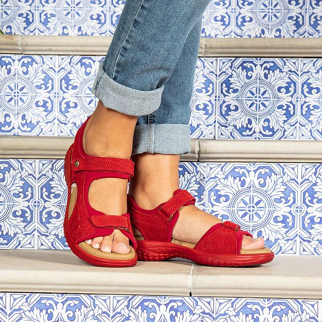 Red leather sandals with a lycra lining