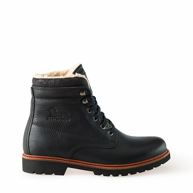 Leather boots in black with cotton inner lining