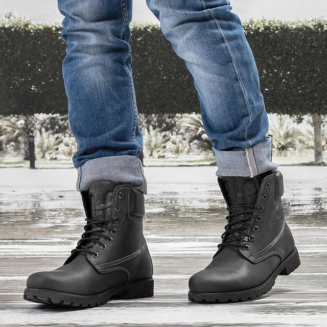 Leather boots in black with leather inner lining