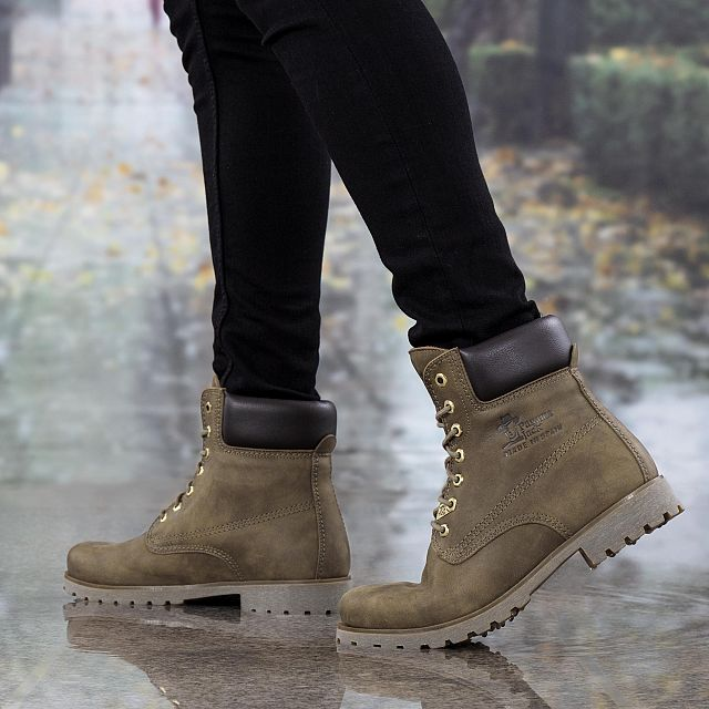 Leather boot in Khaki with a leather lining