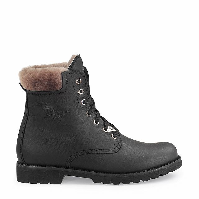 Leather boots in black with sheepskin inner lining