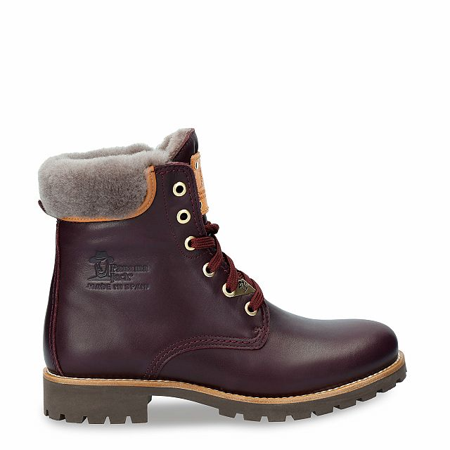 Leather boot in burgundy red with a lining of natural fur