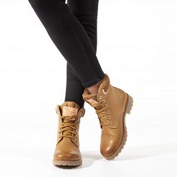 Leather women's boots with a lining of natural fur