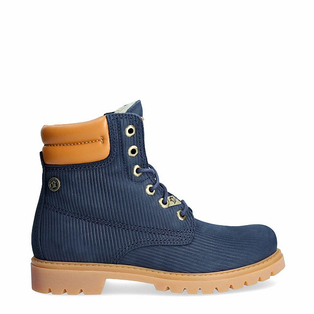 Navy leather boot with a woolen lining