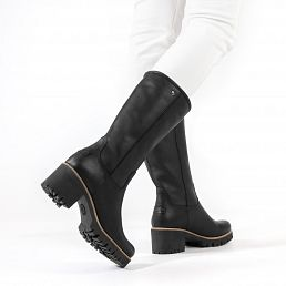 Black leather women's boot with a fur lining