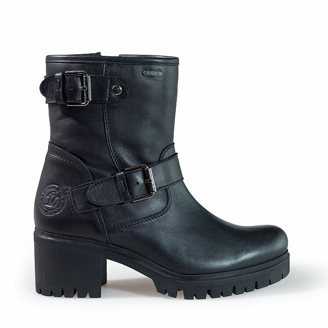 Leather boots in black with goretex inner lining