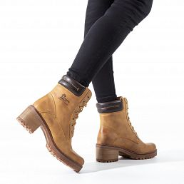 Leather women's boot in vintage yellow and with a leather lining