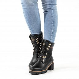Black leather women's boot with a leather lining