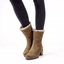 Leather women's boot in mink with a fur lining