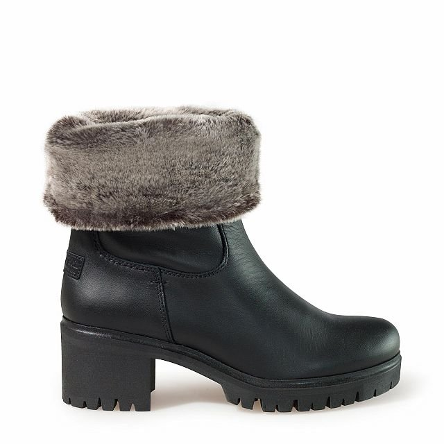 Leather boots in black with fur inner lining