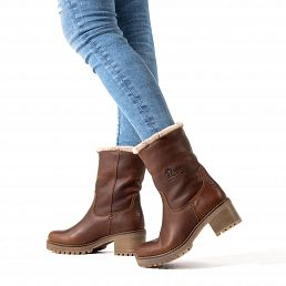 Leather women's boot with a warm lining