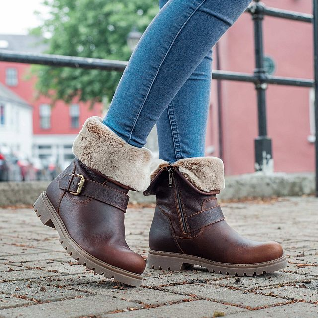 Leather boot in Chestnutbrown with warm lining
