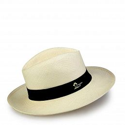 Hat handcrafted with toquilla straw fibers